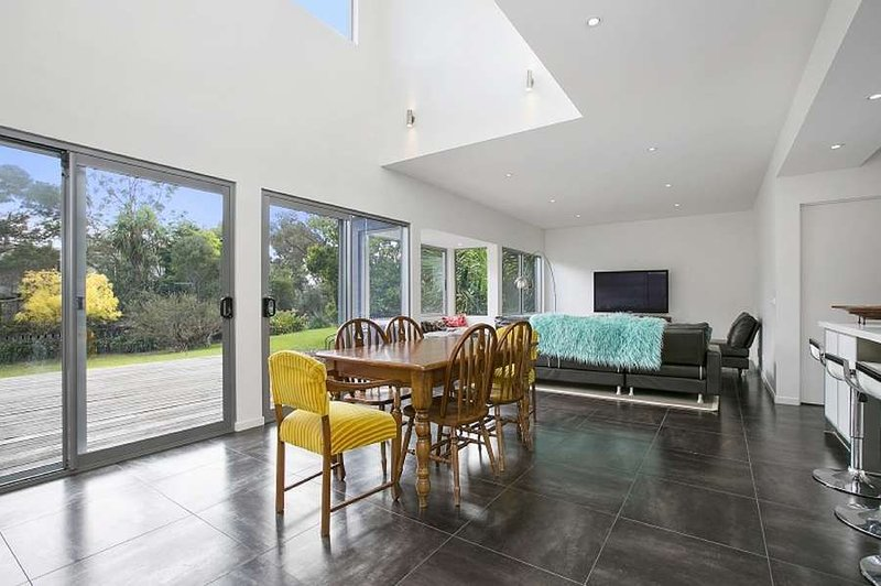 Stunning three bedroom holiday home in tranquil beach side setting., holiday rental in Somers