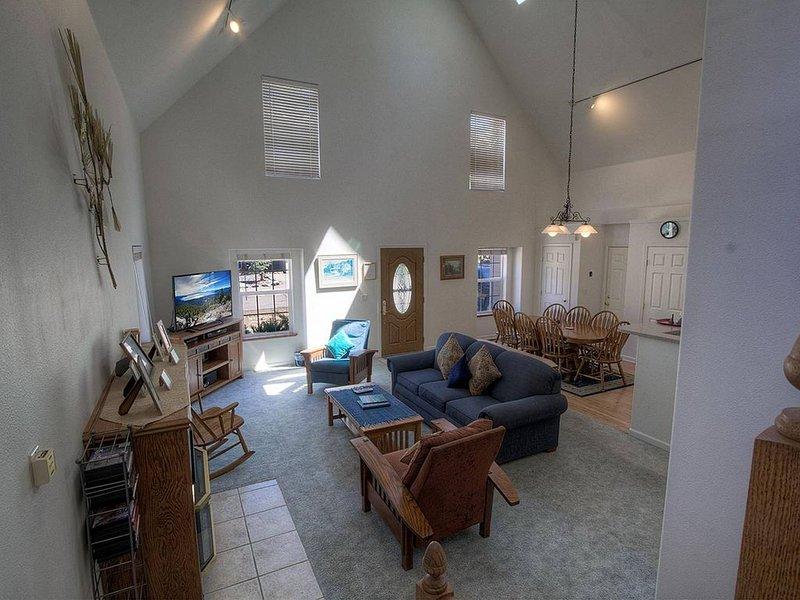 Meyers Home w/Hot Tub, Master Jacuzzi, Fireplace, BBQ, by Sierra Ski (COH0821), casa vacanza a Echo Lake