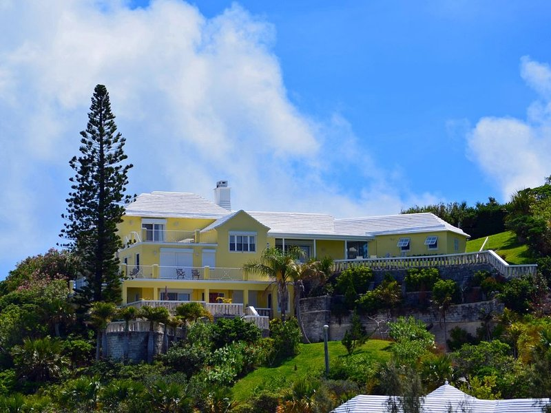 Awesome View Vacation Apartments - Luxury apartment, vacation rental in Devonshire Parish