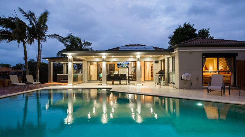 Luxury Waterfront Home, aluguéis de temporada em Mudgeeraba