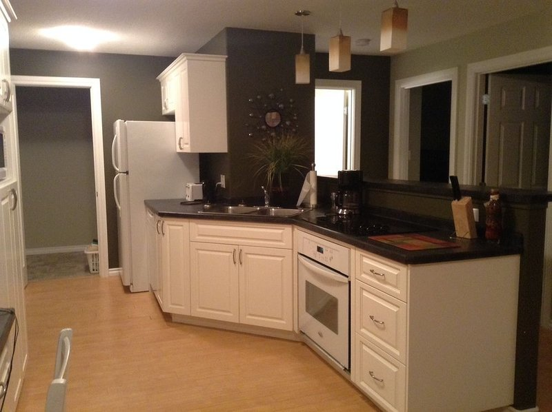 2nd Home Suites - Moose Jaw Unit 1 - 2nd Home Suites - Moose Jaw Unit 1, vacation rental in Moose Jaw