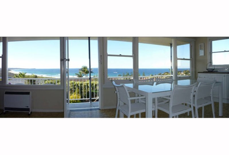 Spectacular Ocean views from this perfect updated 60's Beach House, holiday rental in Dalmeny