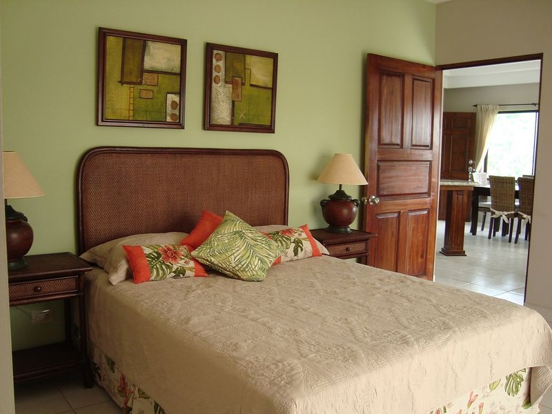 Villa for 12, Playa Matapalo. Pool and 2 kitchens., vacation rental in Nuevo Colon