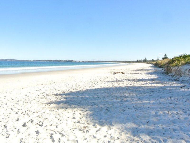 Keen's Cottage * Callala Beach, holiday rental in Callala Bay