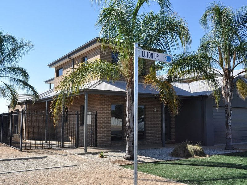 D'Arcy's Waterview 4 bedroom Town House Yarrawonga, holiday rental in Mulwala