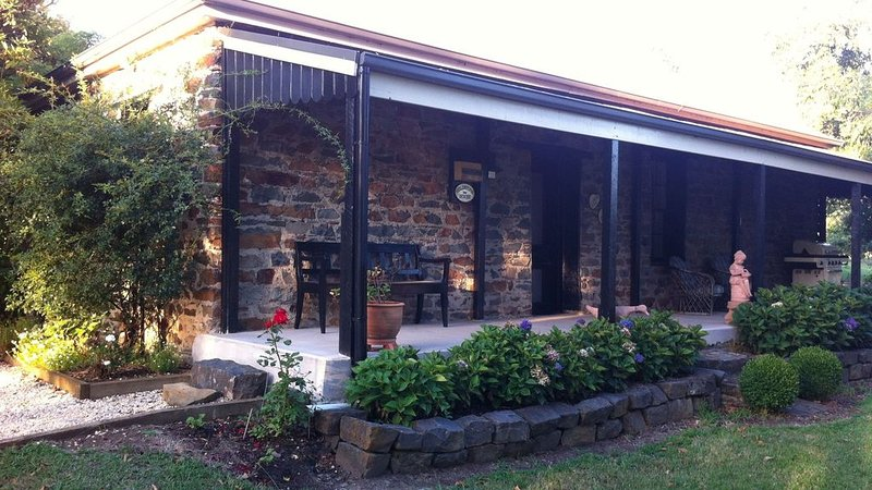 Fieldstone House in West Gippsland, location de vacances à Neerim South