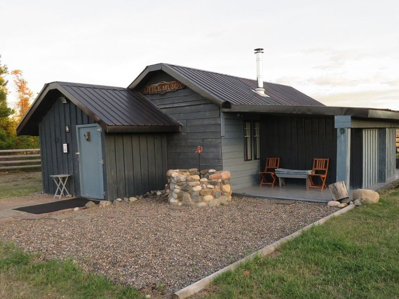 Woodhouse Cottages and Ranch - Corral Cottage, holiday rental in Prince George