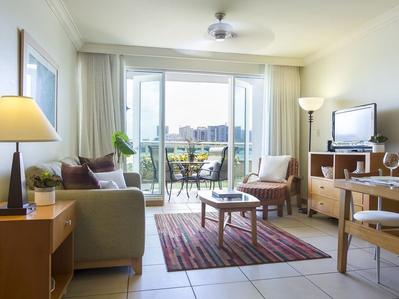 Ocean View Suite | 1 Bedroom Oceanfront Suite in Trendy San Juan Location, holiday rental in San Juan
