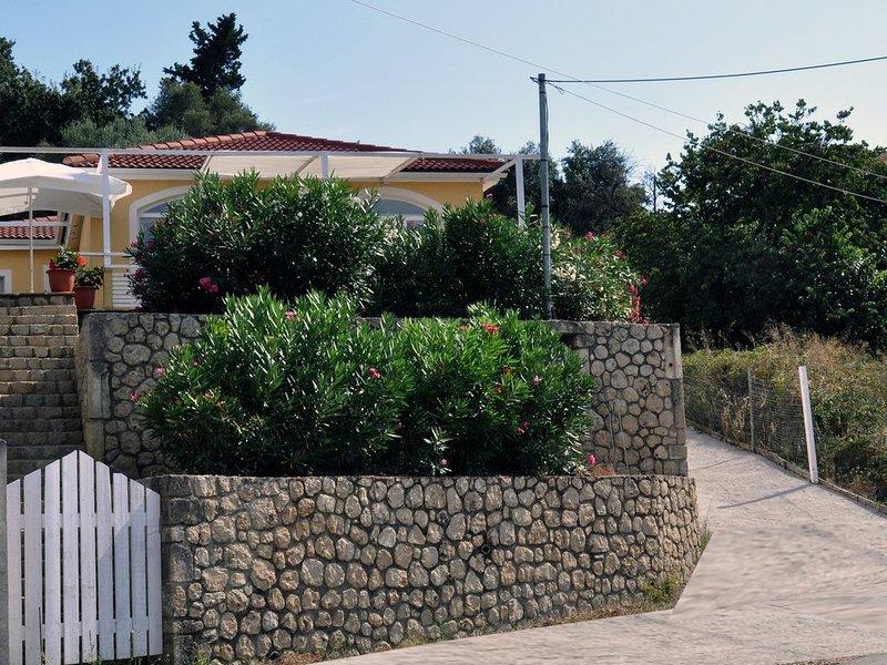 Villa Felix with Sea view, WiFi, in charming Village, location de vacances à Roda