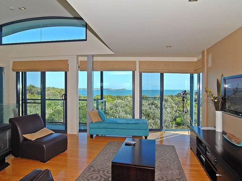 BELBOURIE - FABULOUS LUXURY HOME WITH OCEAN VIEWS - linen included, location de vacances à Queenscliff