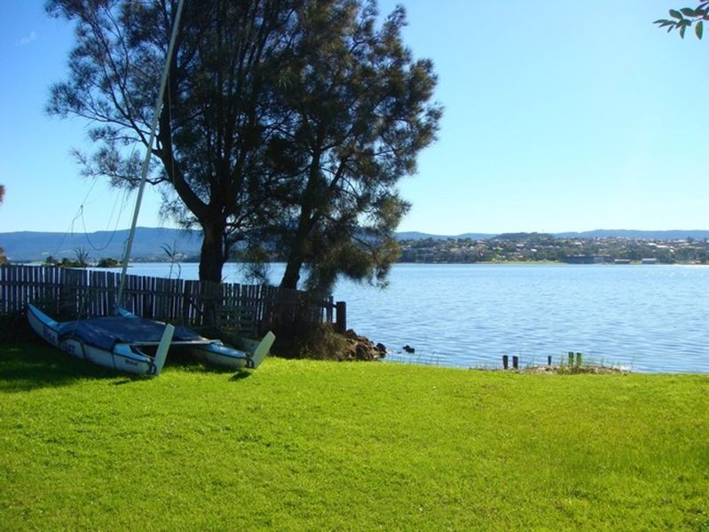 Lakeside Cottage Primbee - Absolute Waterfront Position, alquiler de vacaciones en Wollongong