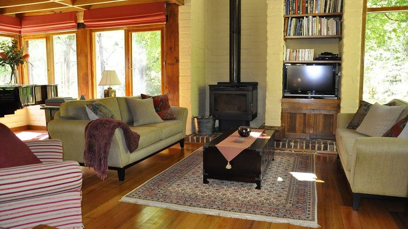 Coral Fern Retreat - bush paradise (free wifi), holiday rental in Colac