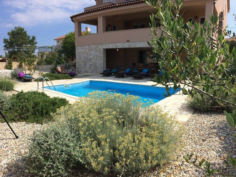 Villa4All with a Pool, aluguéis de temporada em Nenadici