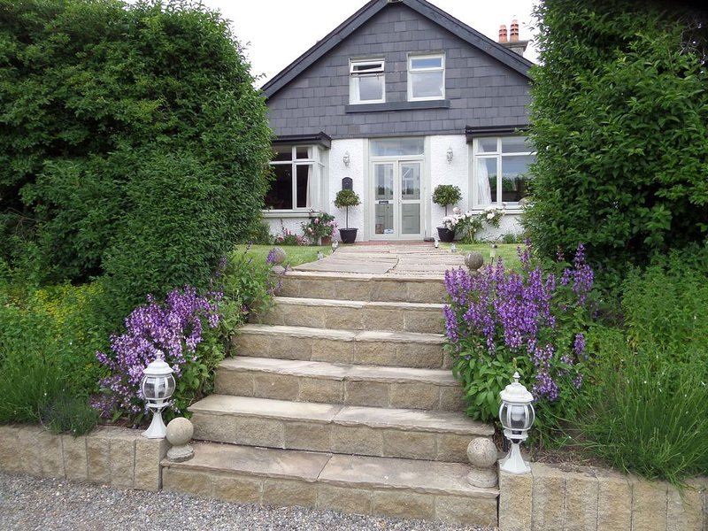 Historic B&B The Artist Residence Dublin, a cottage by the sea in Dublin City, casa vacanza a Skerries