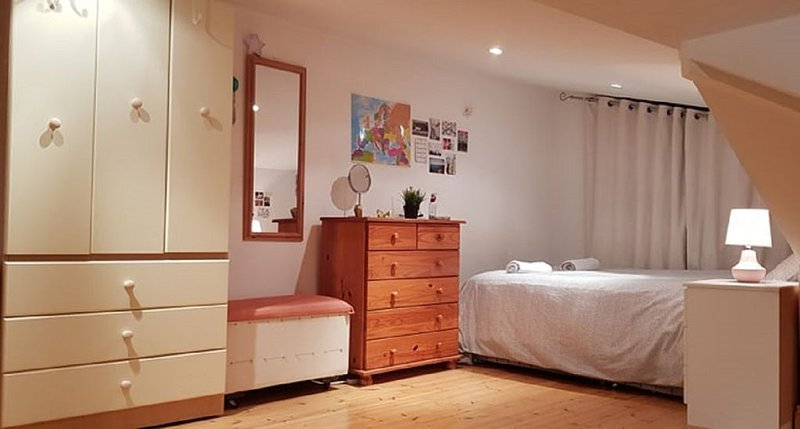 ★ Comfy Double Bed B&B | near Dublin Airport, City Center, DCU ★, casa vacanza a Skerries