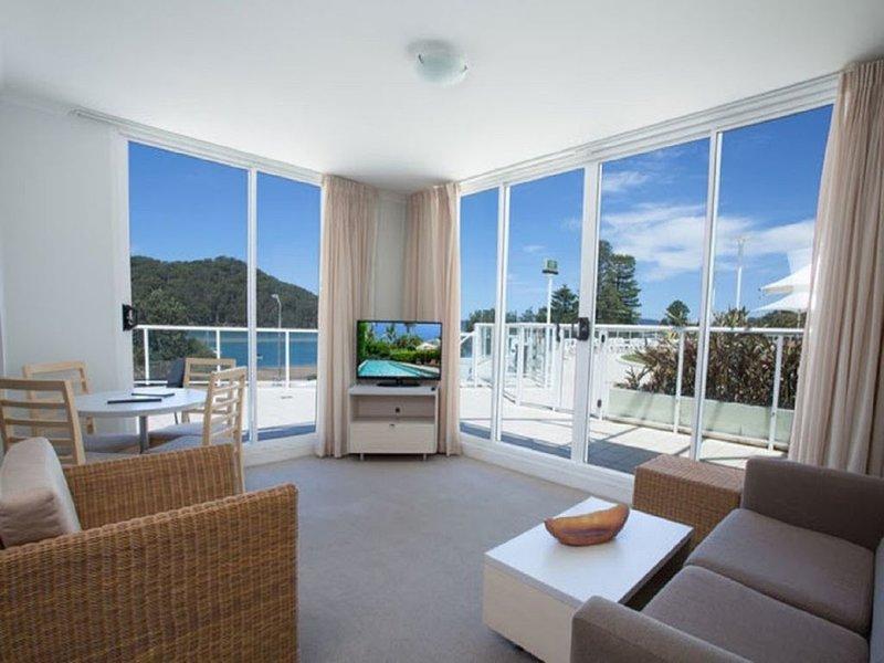Poolside Beach Front Ocean Views  Ettalong Beach Resort Central Coast – semesterbostad i Woy Woy