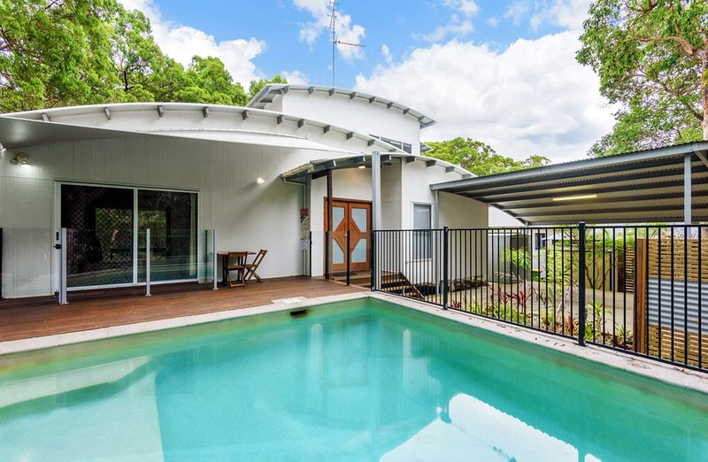 6 Ibis Court - Modern tropical family home with inground swimming pool & outdoor, vacation rental in Gympie Region