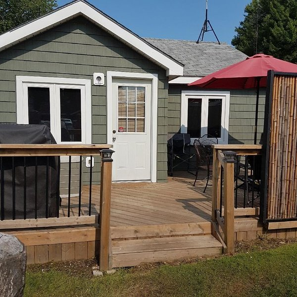 2 Bedroom Property with Views of RONDEAU BAY, holiday rental in Erieau