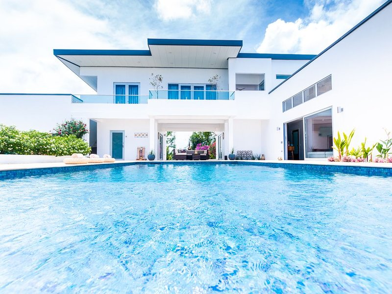 Nirvana Tobago Luxury Villa with Saltwater Pool & Ocean Views, alquiler de vacaciones en Arnos Vale