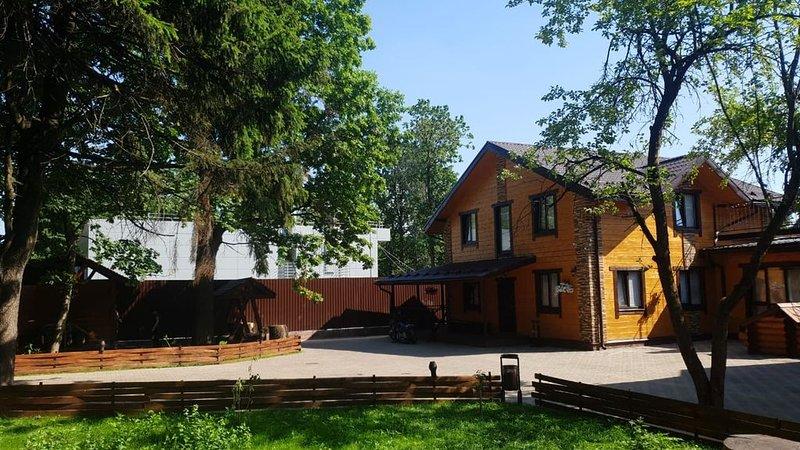 Дом с бассейном и баней, aluguéis de temporada em Odintsovsky District