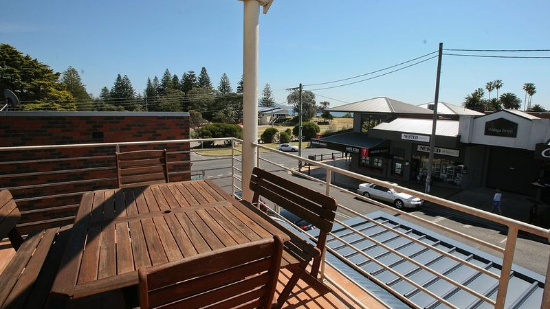 BEACH PAD: 1/2 Wallaga Street- In the heart of town, across from the beach!, holiday rental in Barragga Bay