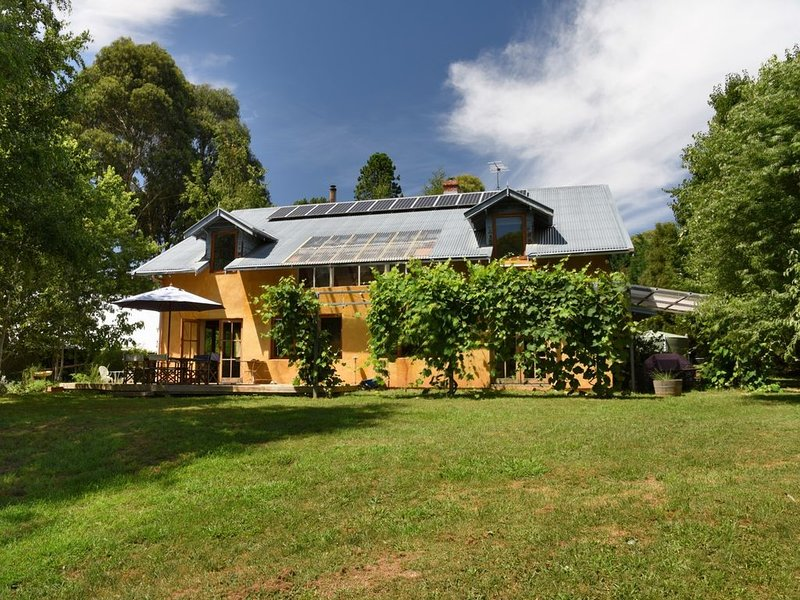 Casa Abierta, Stanley A SPACIOUS PET FRIENDLY HOME IN THE COUNTRY, holiday rental in Stanley