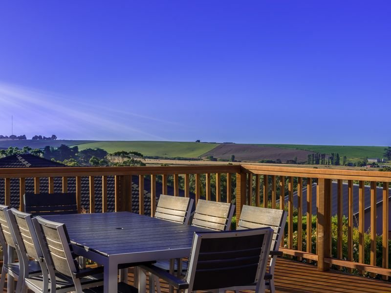 Devonport Serenity - space for the whole family, holiday rental in West Ulverstone