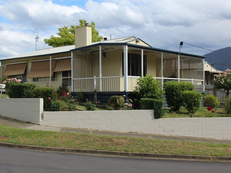 Rose Cottage - Pet Friendly, holiday rental in Eildon