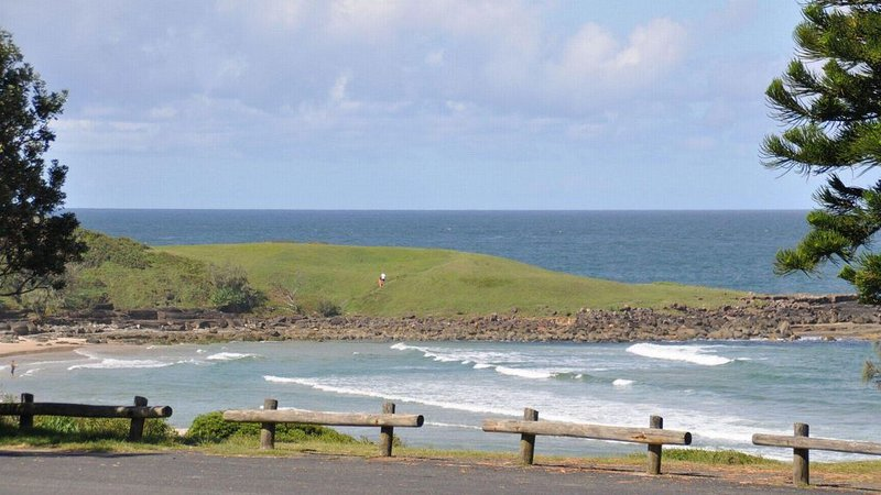 Blue Pacific 1 - Across the road from Pippi Beach Unlimited Wi-Fi available shor, vacation rental in Yamba