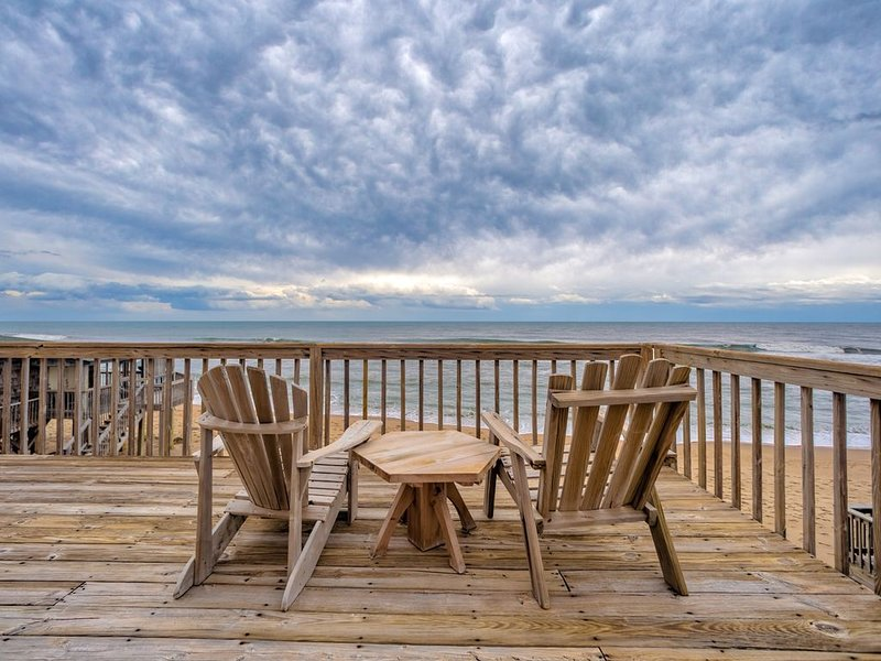 Questover - Fresh 3 Bedroom Semi-Oceanfront Home in Buxton, vacation rental in Buxton
