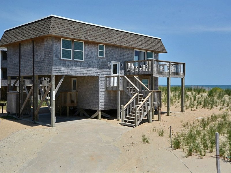 Ocean Point- Incredible Ocean Views- Step onto the Beach! Community pool, holiday rental in Buxton
