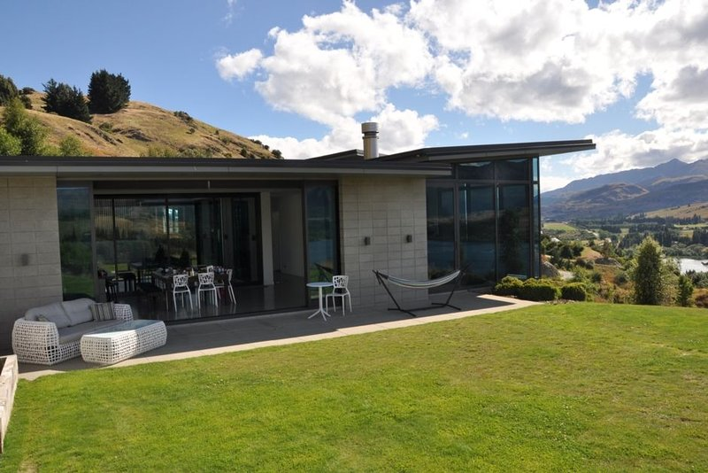 Breathtaking views over the Wakatipu Basin, holiday rental in Gibbston
