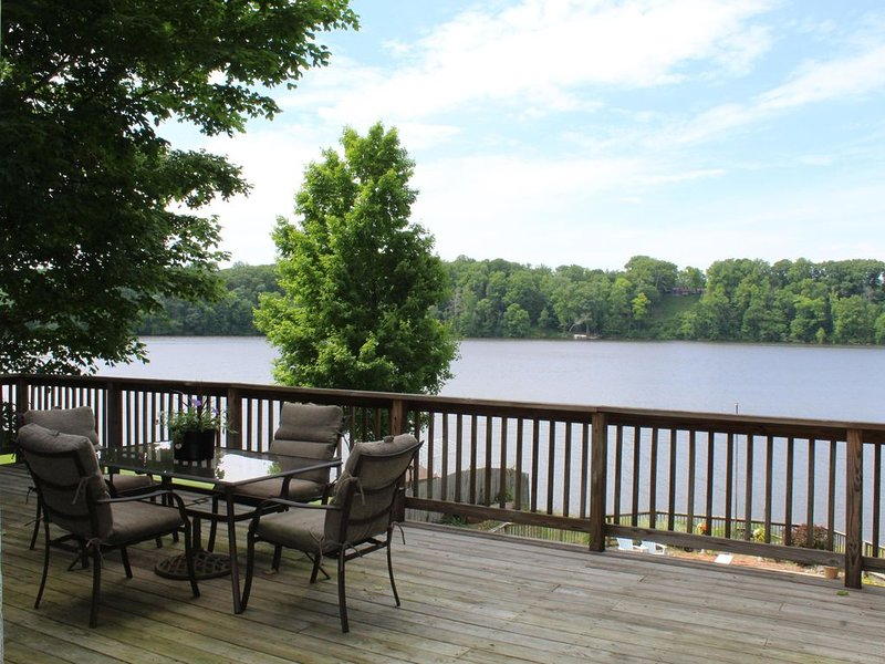 Gorgeous 4BR/4BA completely updated home on Lake Chapin, holiday rental in Niles