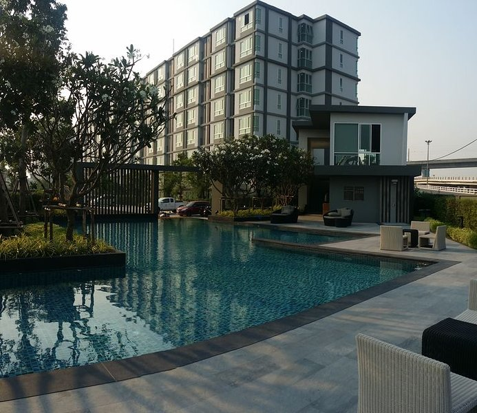 Welcome to NatGuestHouse, willing allow you to relax before you flight, vacation rental in Lat Phrao