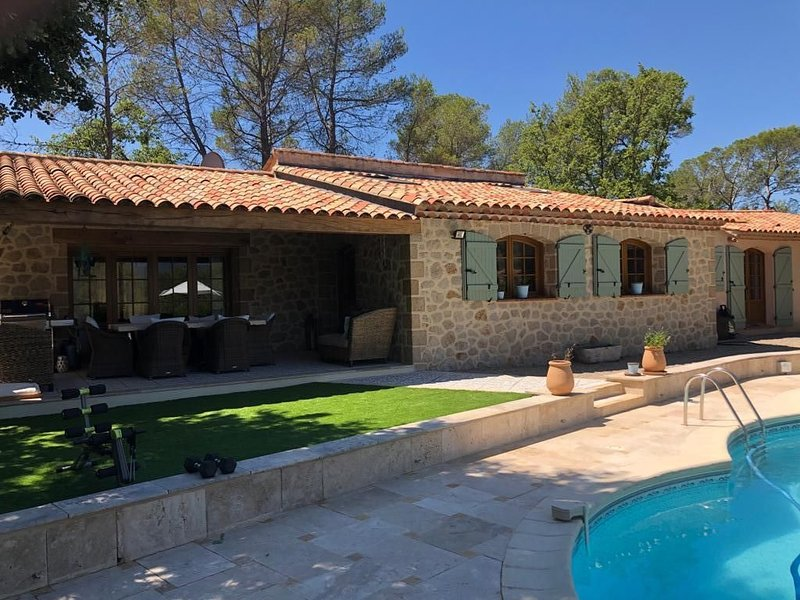 Luxurious Well appointed villa Located in Fayence, South of France, vacation rental in Fayence