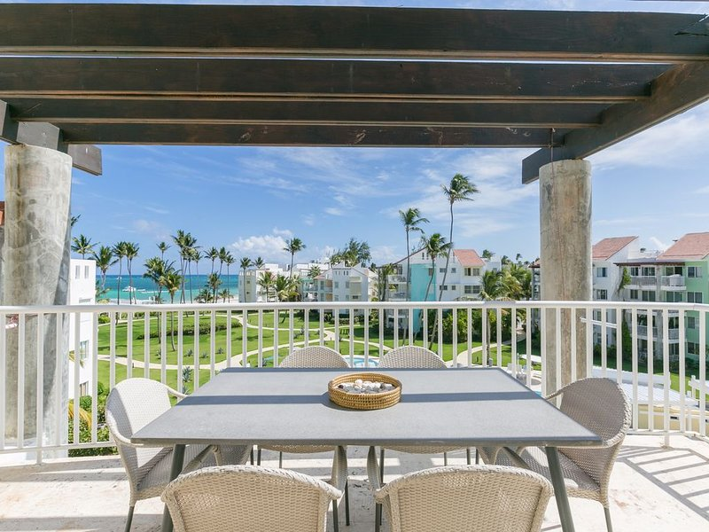 Playa Turquesa E401, Private Beach Access, BBQ, Private Roofdeck, alquiler de vacaciones en Punta Cana