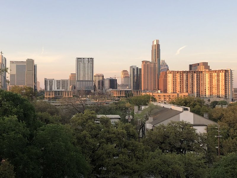 **BEST Downtown Views** Great Location, 1/2 mile to Downtown or South Congress, vacation rental in Austin
