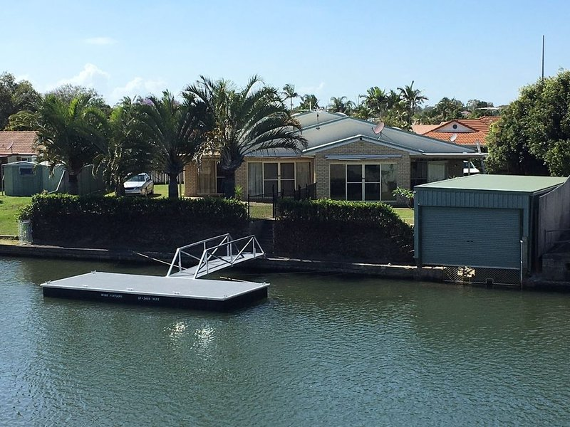 Private Canal Duplex with Pontoon -  Oleander Drive, Bongaree, holiday rental in Bongaree