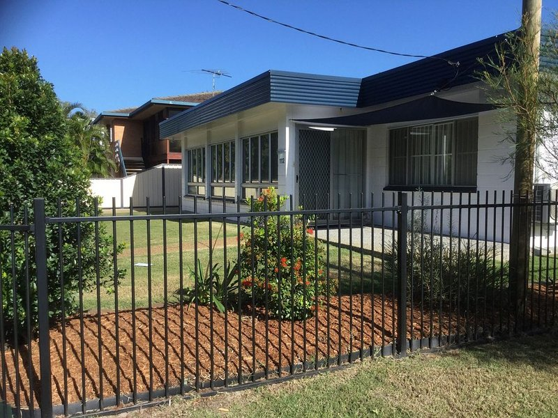 Pet Friendly home walking distance to Surf Beach -  North St, Woorim, alquiler de vacaciones en Woorim