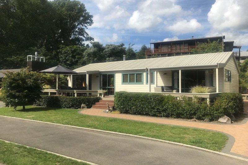 Superbly located Kinloch Holiday Home, aluguéis de temporada em Taupo District
