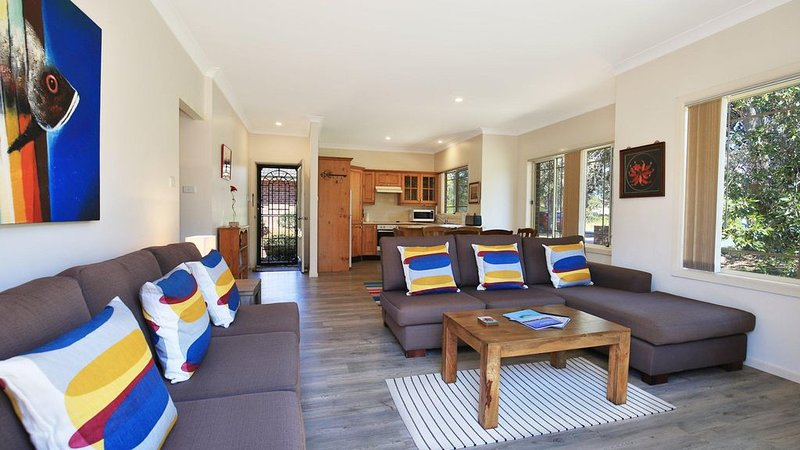 Clovelly - Short walk to the beach and golf course, holiday rental in Shoalhaven Heads