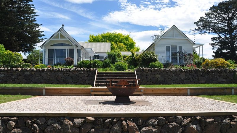 Hillcrest Country Estate (Newly Renovated), holiday rental in Macedon Ranges