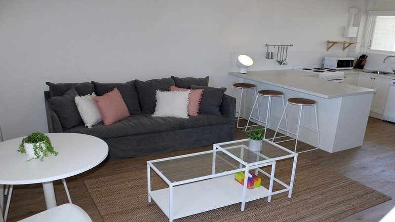 Nalu Beach Apartments 2 - Formerly Nobbys Outlook, holiday rental in Miami