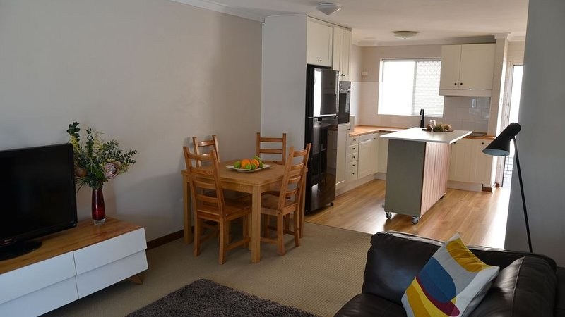 Apartment in Mosman Park - walk to river or beach, vacation rental in Cottesloe