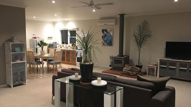 Post Office Cottage- relax in peaceful surrounds., alquiler de vacaciones en Ballarat