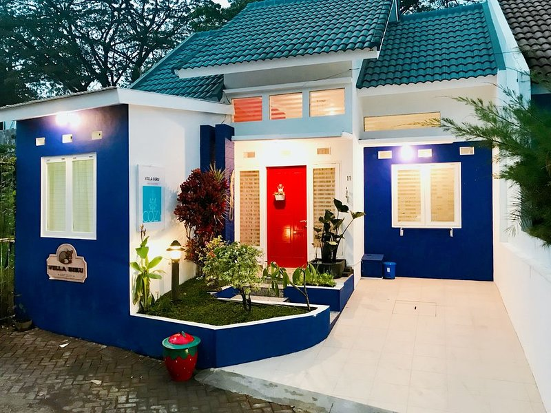 3 BR Villa, 1 Minute from Jatim Park 2, Fast Wi-Fi, vacation rental in Malang