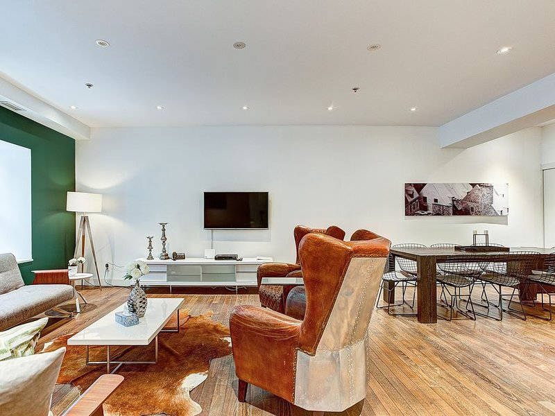 Urban 2bedrooms in Boutique Saint Francois Xavier Hotel, vacation rental in Montreal