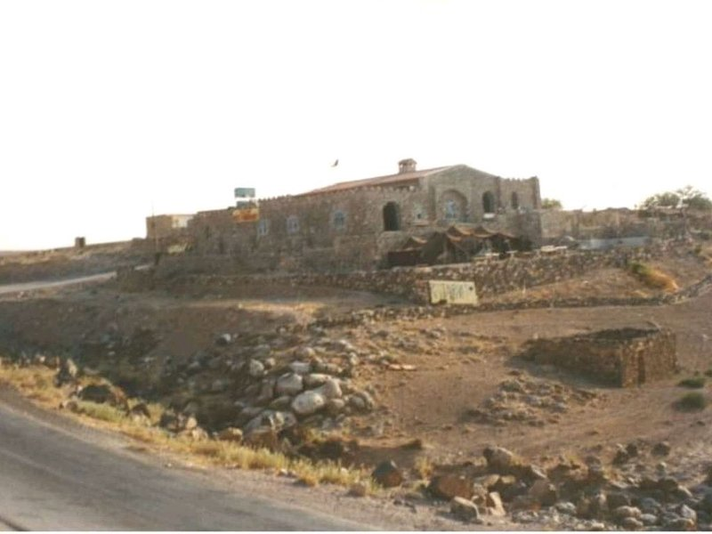 trajan guesthouse is an old castel bilt on the top of wadi mujib, vacation rental in Madaba Governorate