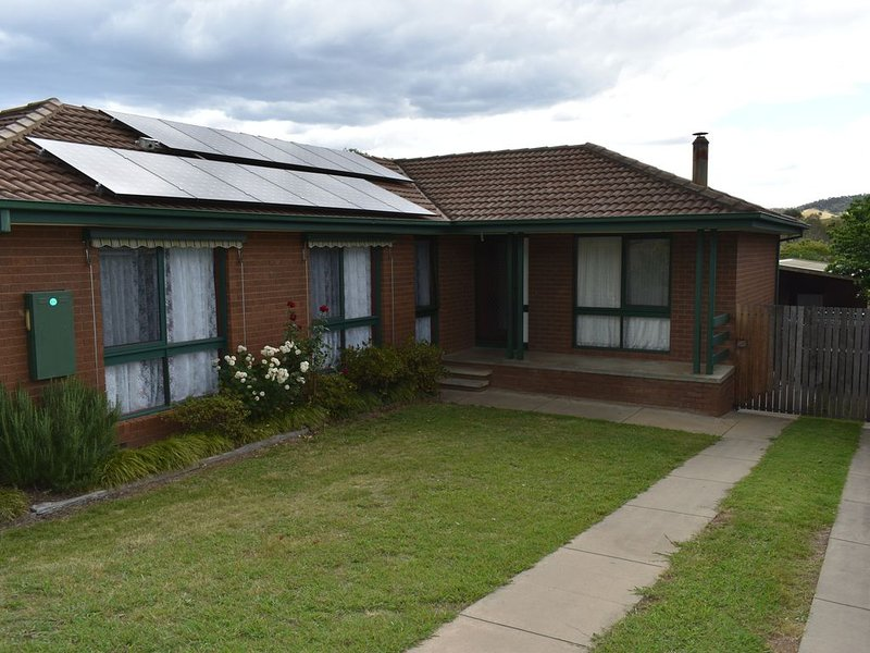 The Golf Getaway - close to the greens, holiday rental in Stanley