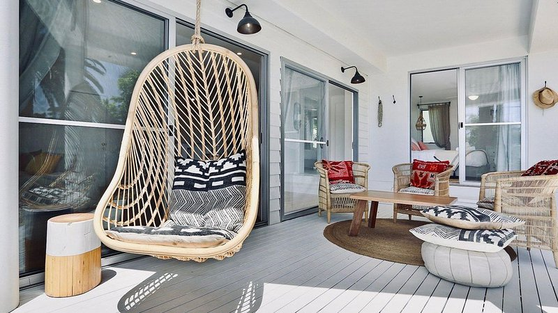 EAST COAST ESCAPES | Lighthouse Lounge, holiday rental in Byron Bay